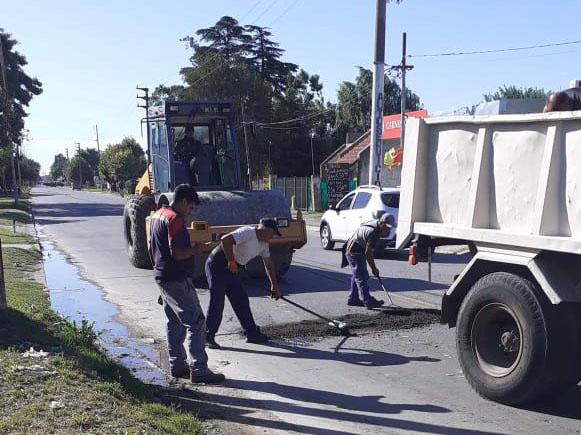Continúan los trabajos de bacheo sobre la Avenida Montevideo