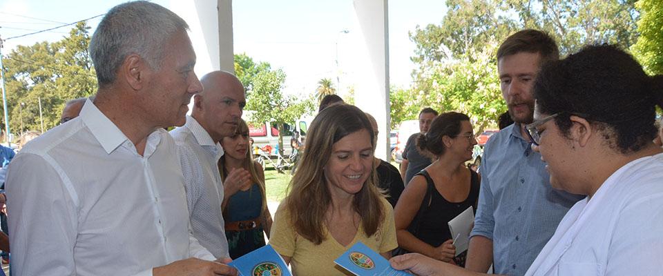 Cagliardi y la ministra Raverta recorrieron el operativo de entrega de la tarjeta AlimentAR