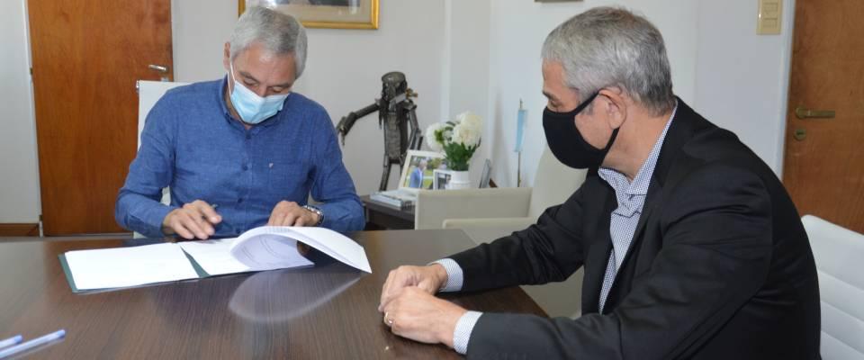Cagliardi y Ferraresi firmaron un convenio en el marco del PROMEBA