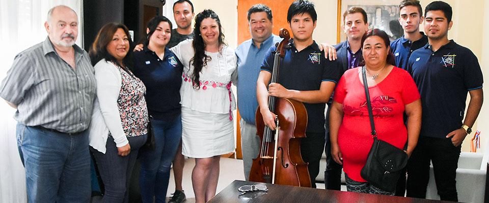 El Municipio y la Empresa Transporte La Unión entregaron subsidio para la presentación de integrantes de la Orquesta Escuela local en Brasil
