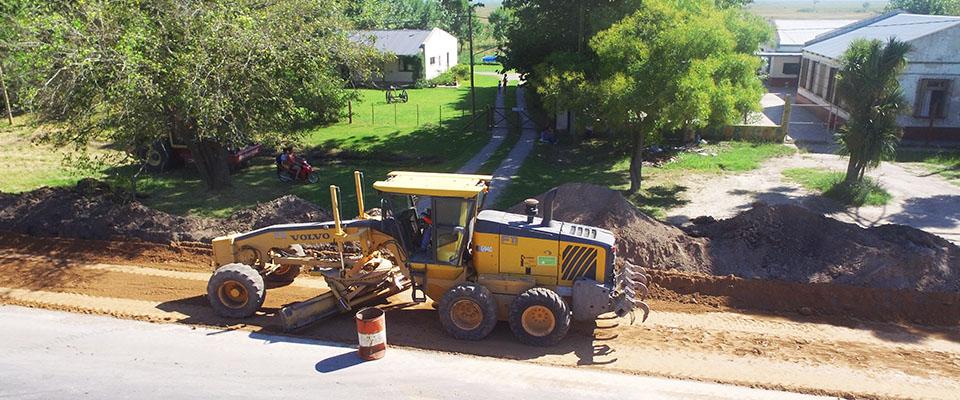 Se construyen dársenas pavimentadas frente a la Escuela 20 del Paraje La Hermosura de Ruta 11