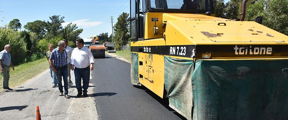 Trabajos de bacheo sobre Ruta Provincial 15 desde calle 52 hasta el Camino Real