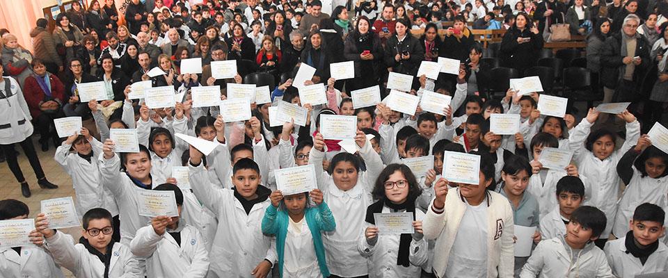 El intendente Jorge Nedela encabezó el Acto Escolar de Promesa de Lealtad a la Bandera en la Escuela N° 3