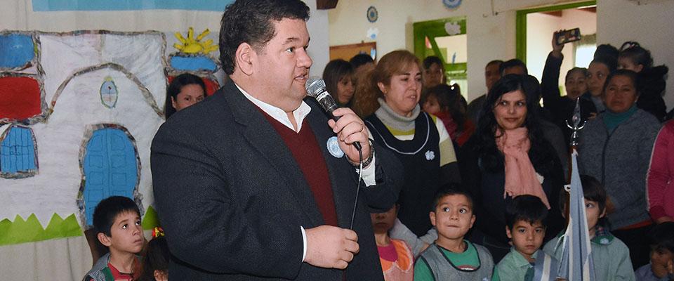 El intendente Nedela compartió el Acto Oficial por el Día de la Independencia con la comunidad del Jardín N° 906