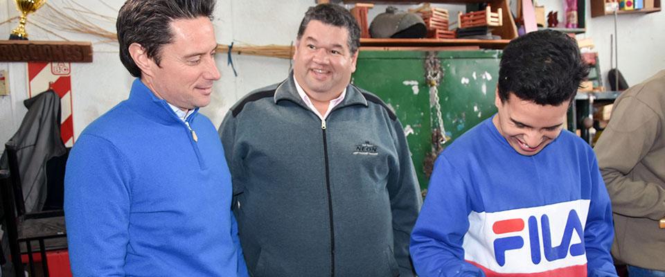 El intendente Nedela y el director General de Cultura y Educación Sánchez Zinny visitaron la Escuela 501 del Barrio Obrero
