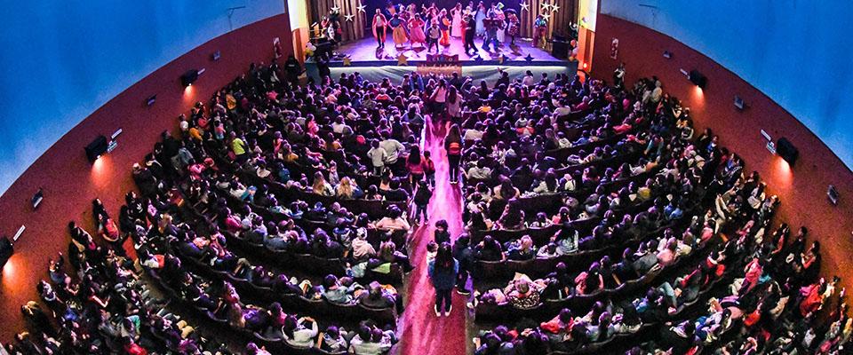 Gran festejo del Día del Niño en el Teatro Municipal Cine Victoria con más de mil personas