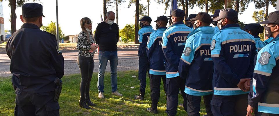"""Cadetes de la Escuela de Policía """"Juan Vucetich"""" realizan prácticas de formación en la ciudad"""