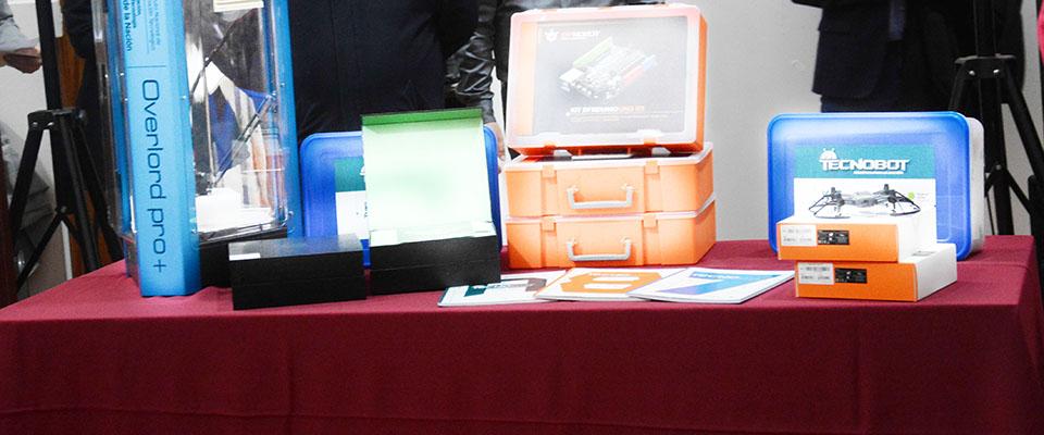 Establecimientos educativos locales recibieron kits de robótica y equipos para acompañar el aprendizaje tecnológico
