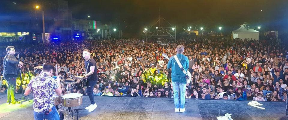 Los Totora le pusieron todo su ritmo ante una gran concurrencia al festival de música organizado por la Municipalidad de Berisso