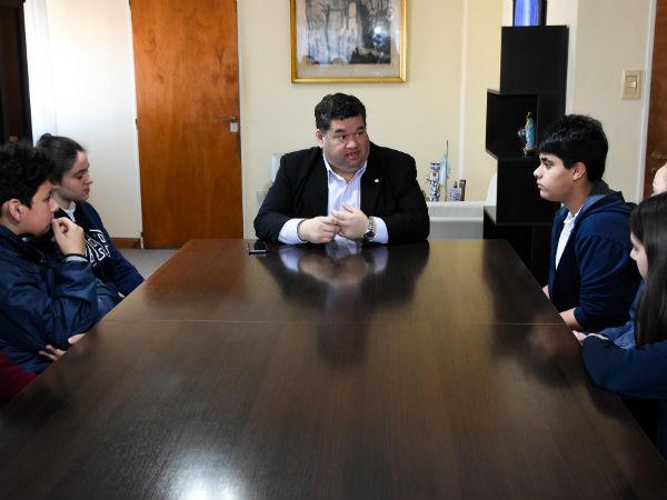 Alumnos del Instituto Justo Santa María de Oro dialogaron con el intendente Nedela