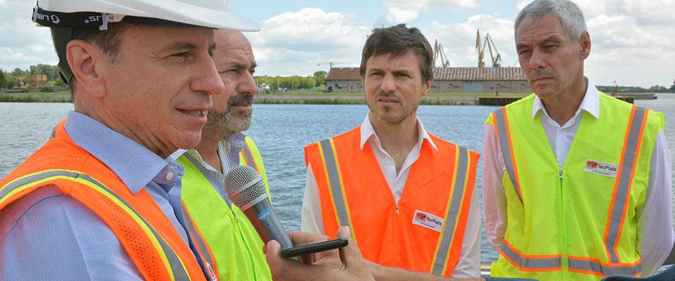 El intendente Cagliardi junto a autoridades provinciales, regionales y portuarias recorrieron la Terminal de la empresa TecPlata