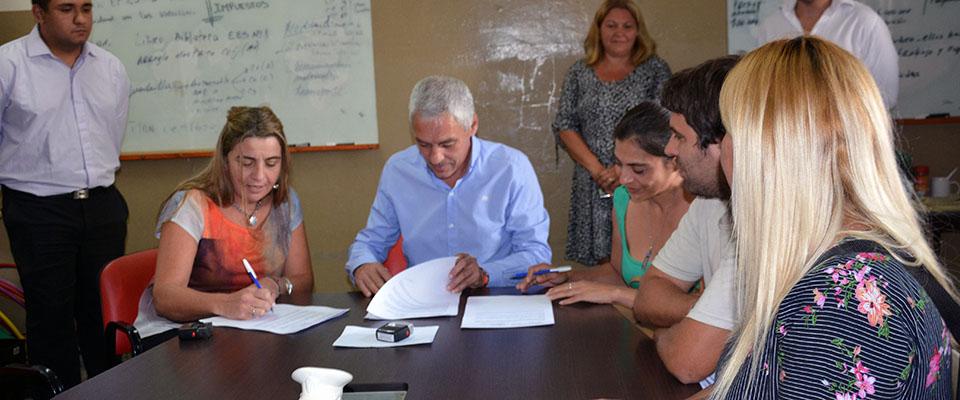 """Firma del convenio para la implementación en Berisso del Programa """"Argentina Unida por Educación y Trabajo"""""""
