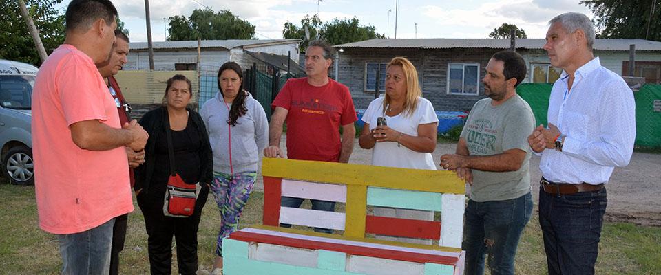 Vecinos de 33 y 169 colaboran con el arreglo y limpieza de la zona
