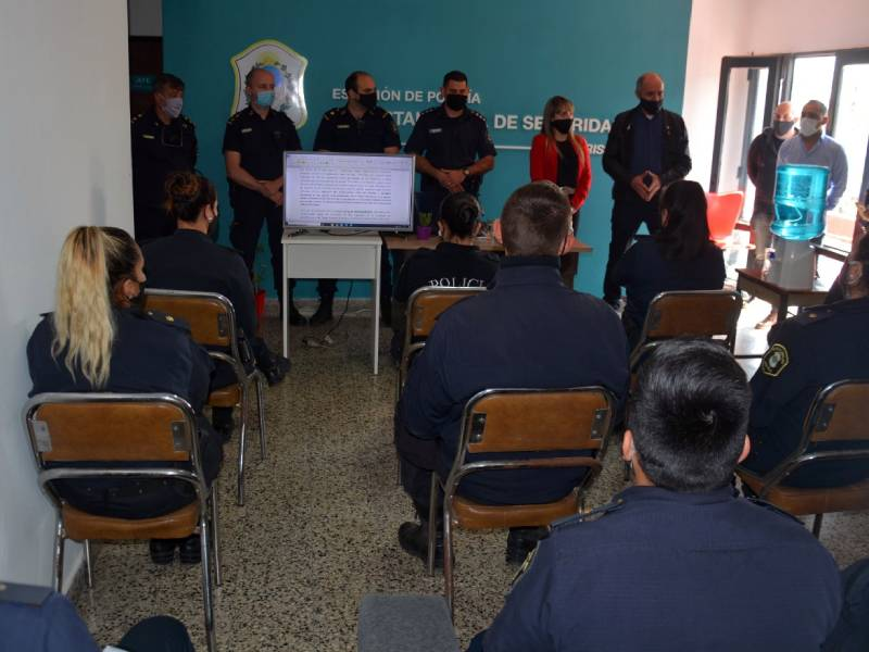 Primera jornada de capacitación para agentes de la Policía