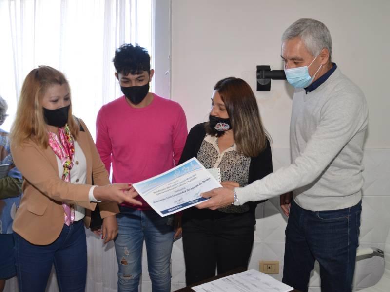 Cagliardi entregó subsidios a instituciones inscriptas en el Catálogo Turístico y Cultural