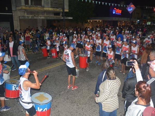 Con la asistencia de más de cuarenta mil personas se realizó la primera noche del Corso