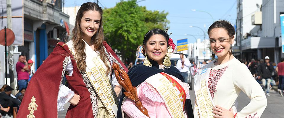 Las colectividades desfilaron sus tradiciones en el último día de los festejos de la 42º Fiesta Provincial del Inmigrante