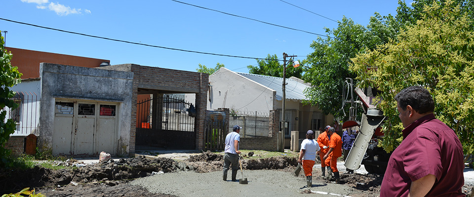 Se ejecutan obras de pavimentación sobre calle 165